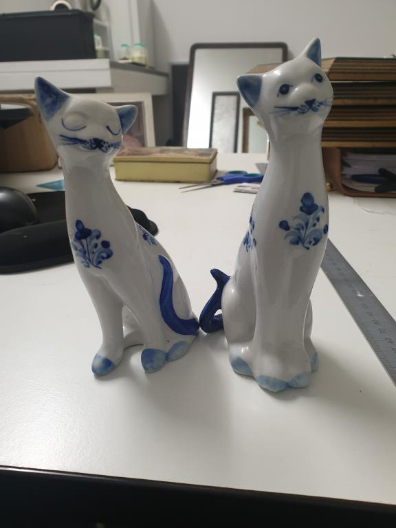 A Pair of long neck cat Figurine Ornaments Image